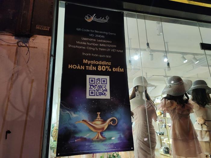 Một cửa hàng thời trang tại Hà Nội chấp nhận thanh toán qua ứng dụng Aladdinz. Ảnh Kinh tế tiêu dùng.