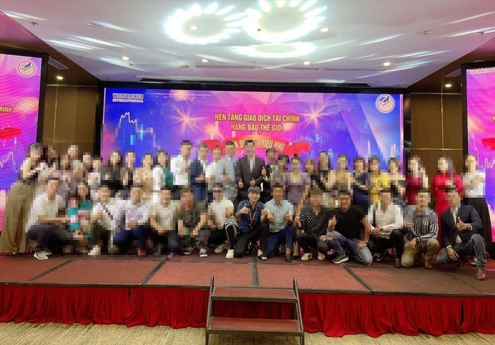 Phạm Tuấn tham gia sự kiện của sàn Wolfbroker tại Việt Nam. Ảnh: PV.